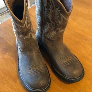 Ariat boots. 8